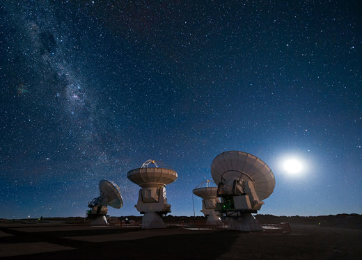ALMA does not use one single antenna for observation purposes but rather 66 receivers, precisely controlled and interconnected to form a giant telescope. Exact positioning of the antennas weighing several tons is of decisive importance, and this is ensured by angle encoders from HEIDENHAIN among other factors. Source: Photo credits: ESO/José Francisco Salgado (josefrancisco.org)