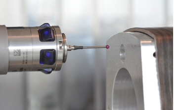 A HEIDENHAIN touch probe on a HEIDENHAIN control – a good pair for automated processes.
